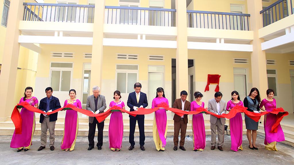 Trao tặng Phòng khám Khoa Nhi-Sản Khoa cho Trung tâm y tế Huyện Krông Bông