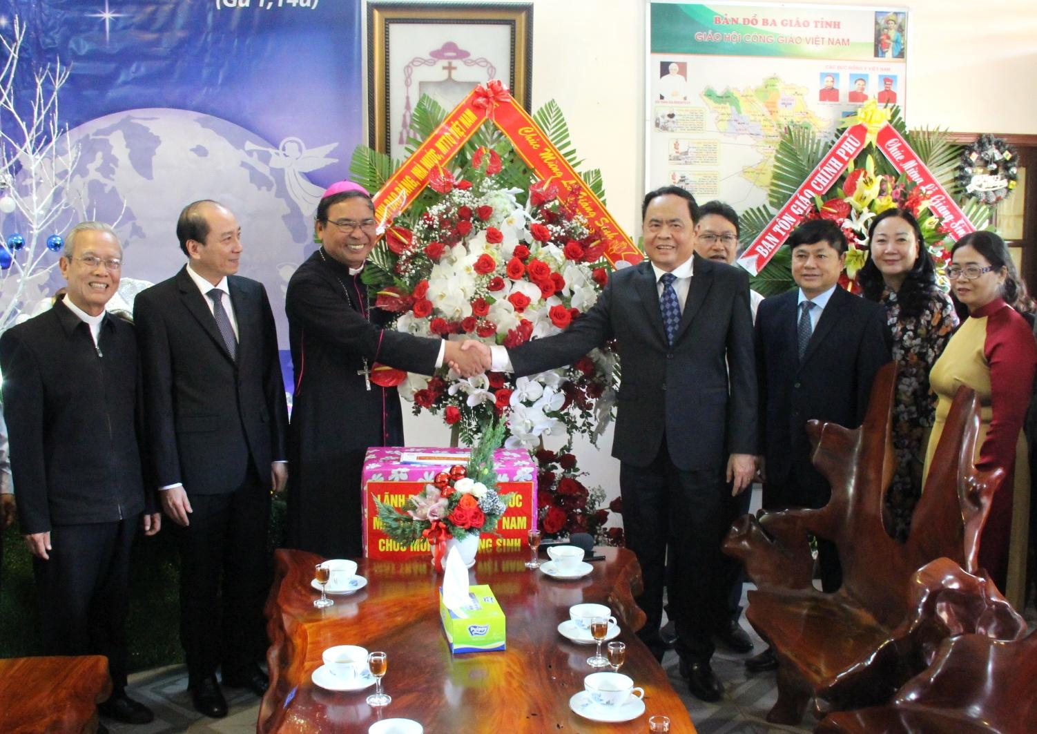 Chủ tịch Ủy ban Trung ương Mặt trận Tổ quốc Việt Nam chúc mừng các tổ chức tôn giáo nhân dịp Lễ Giáng sinh năm 2019