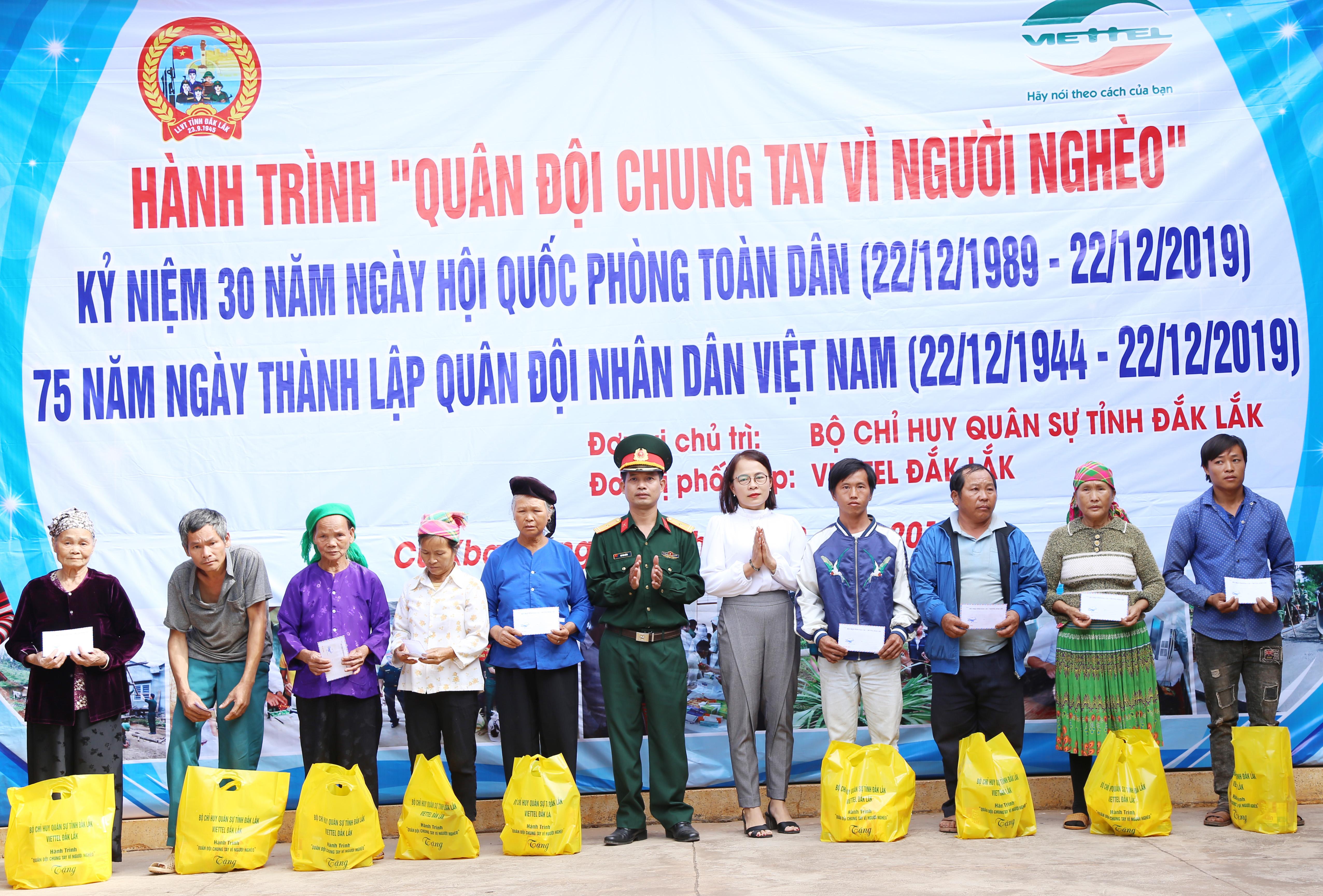 """Hành trình """"Quân đội chung tay vì người nghèo"""" tại huyện Ea Súp"""