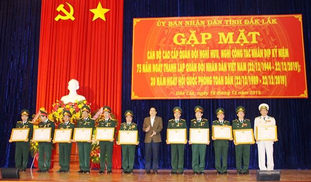 Gặp mặt cán bộ cao cấp Quân đội nghỉ hưu, nghỉ công tác nhân Ngày thành lập Quân đội nhân dân Việt Nam