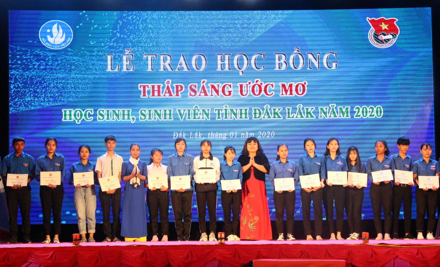 Kỷ niệm 70 năm Ngày truyền thống học sinh, sinh viên và Hội Sinh viên Việt Nam (9/1/1950 – 9/1/2020)