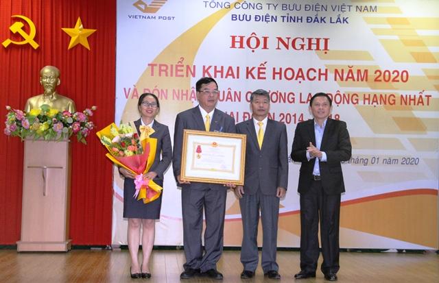 Bưu điện tỉnh Đắk Lắk triển khai kế hoạch sản xuất kinh doanh năm 2020 và đón nhận Huân chương Lao động hạng Nhất