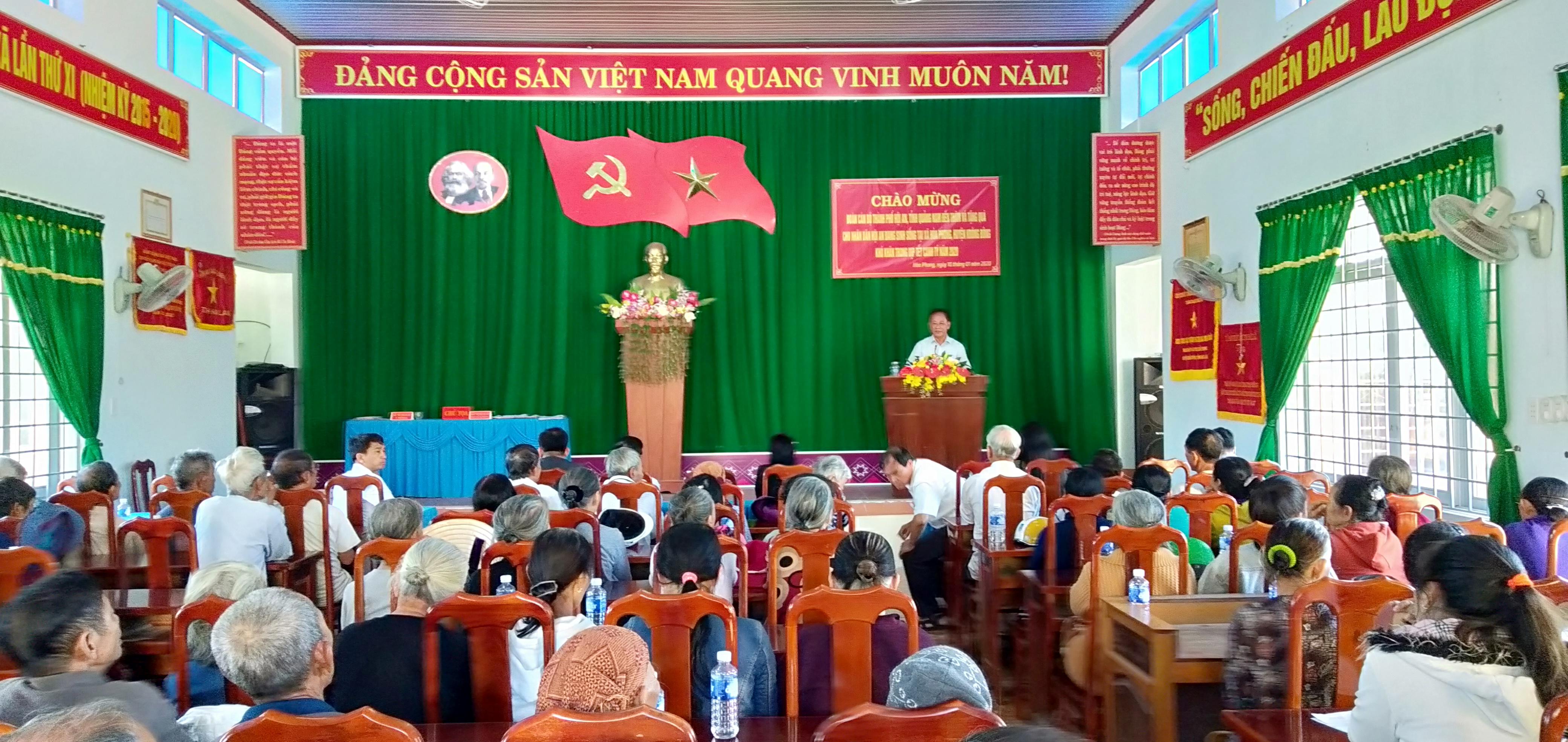 Thành ủy Hội An thăm, tặng quà Tết cho người dân huyện Krông Bông
