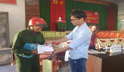 Quỹ Thiện Tâm- Tập đoàn Vingroup tặng 1.000 suất quà Tết cho người nghèo tại huyện Ea H'leo