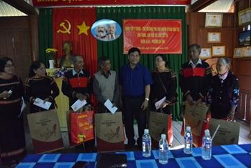 Thứ trưởng, Phó Chủ nhiệm Ủy ban Dân tộc thăm, chúc Tết Nguyên đán đồng bào dân tộc thiểu số tại Buôn Alê A, thành phố Buôn Ma Thuột