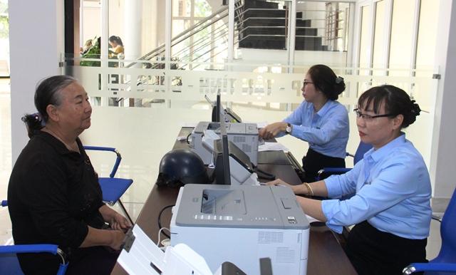 Trung tâm Phục vụ hành chính công tiếp nhận 1.142 hồ sơ