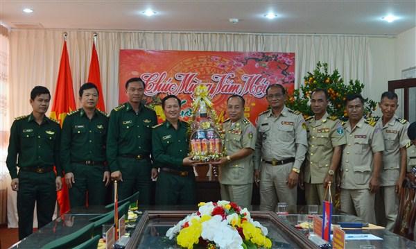 Ty Công an tỉnh Mondulkiri-Campuchia thăm và chúc Tết Bộ Chỉ huy Bộ đội Biên phòng tỉnh Đắk Lắk