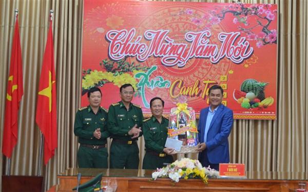 Phó Bí thư Tỉnh ủy, Chủ  tịch HĐND tỉnh Đắk Lắk thăm và chúc Tết Bộ đội Biên phòng Đắk Lắk