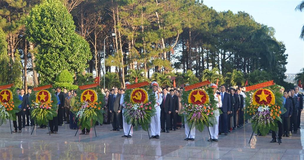Lễ viếng Nghĩa trang liệt sỹ tỉnh nhân dịp Tết Nguyên đán Canh Tý 2020
