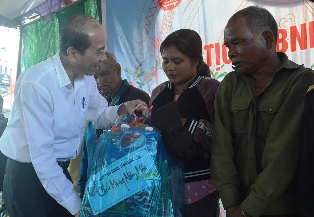 Chủ tịch UBND tỉnh Phạm Ngọc Nghị thăm và chúc Tết đồng bào buôn Dliêya A, huyện Krông Năng