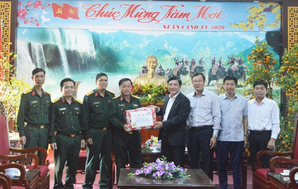 Bí thư Tỉnh ủy Bùi Văn Cường thăm và chúc Tết Bộ Chỉ huy quân sự tỉnh