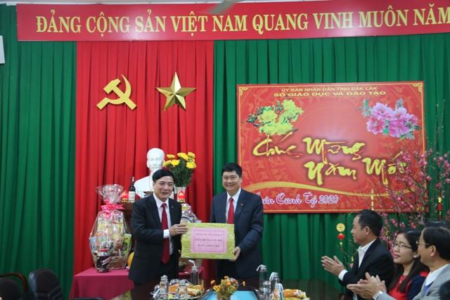 Bí thư Tỉnh ủy Đắk Lắk thăm một số đơn vị nhân ngày Mùng 1 Tết Canh Tý