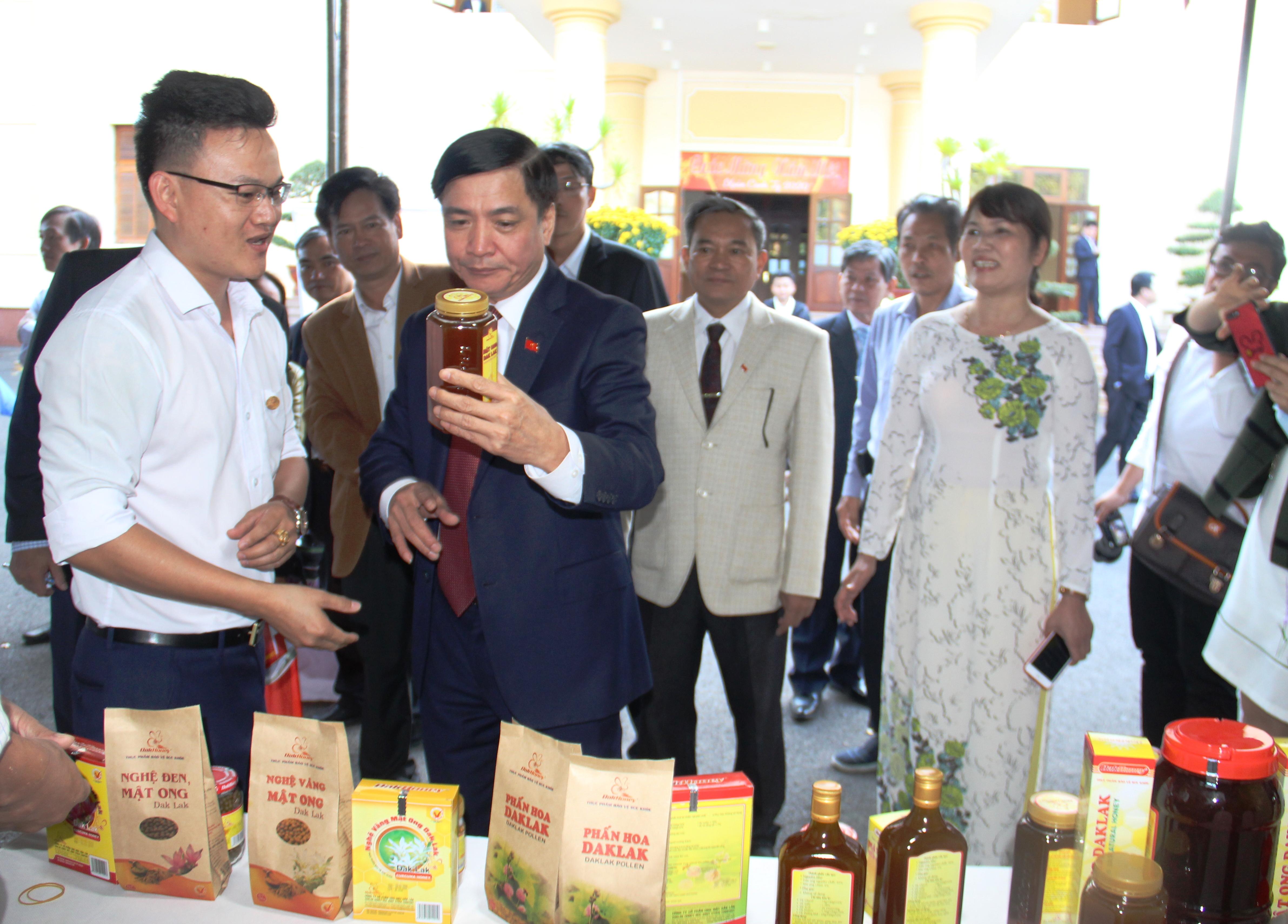Bí thư Tỉnh ủy đề nghị các nhóm giải pháp để cải thiện môi trường kinh doanh, phát huy tiềm lực doanh nghiệp Đắk Lắk