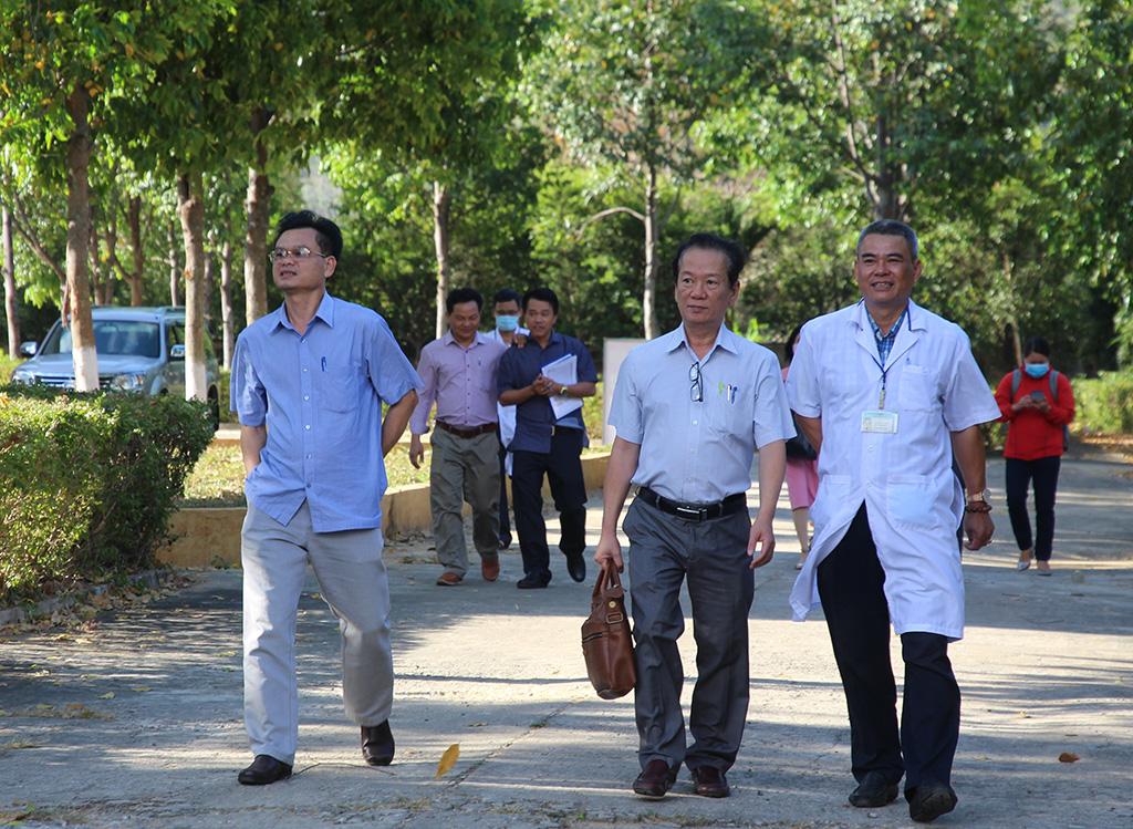 Kiểm tra công tác phòng, chống dịch bệnh Covid-19 tại huyện Lắk