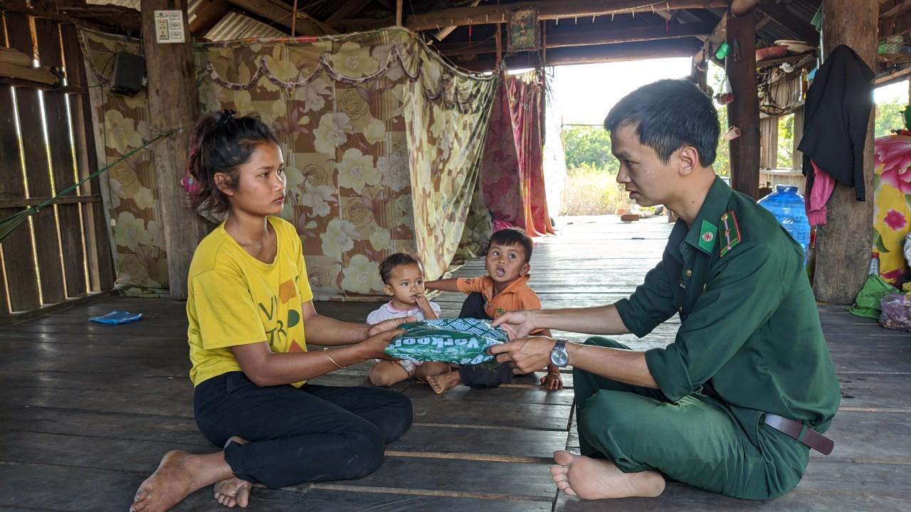 Đồn Biên phòng Sêrêpốk tăng cường nhiều biện pháp phòng, chống dịch bệnh