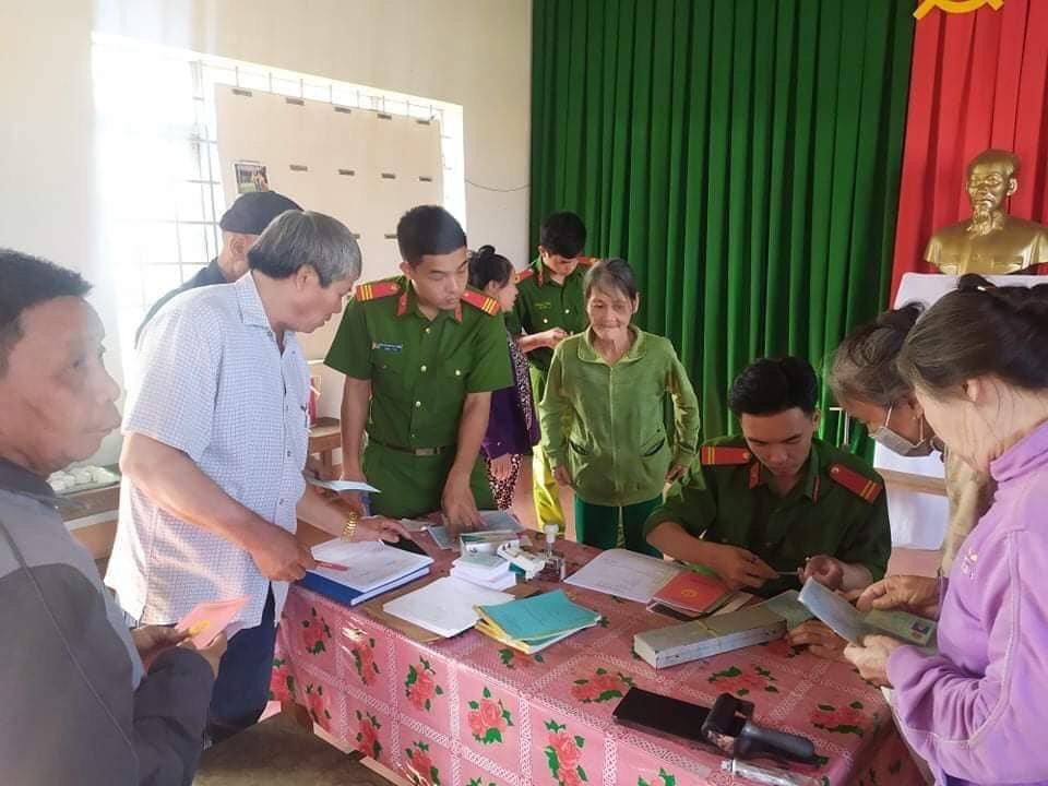 Công an huyện Ea Súp tổ chức nhiều hoạt động tình nguyện