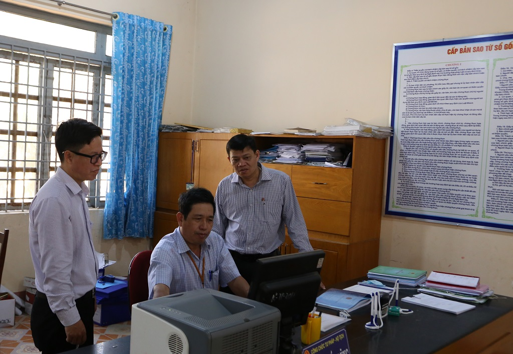 Kiểm tra thực hiện nhiệm vụ ứng dụng công nghệ thông tin và xây dựng chính quyền điện tử tại huyện Ea Súp