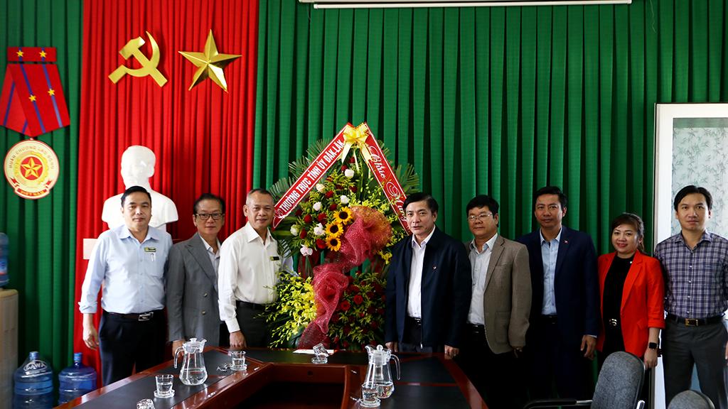Bí thư Tỉnh ủy Bùi Văn Cường thăm các đơn vị y tế nhân kỷ niệm 65 năm Ngày Thầy thuốc Việt Nam