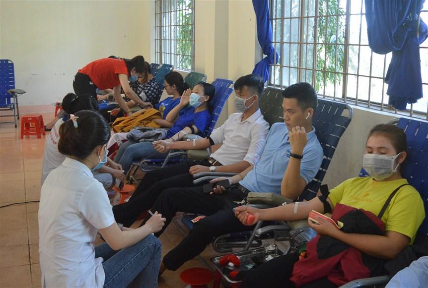"""Hơn 300 tình nguyện viên tham gia """"Ngày hội hiến máu tình nguyện"""" đợt 1 năm 2020"""