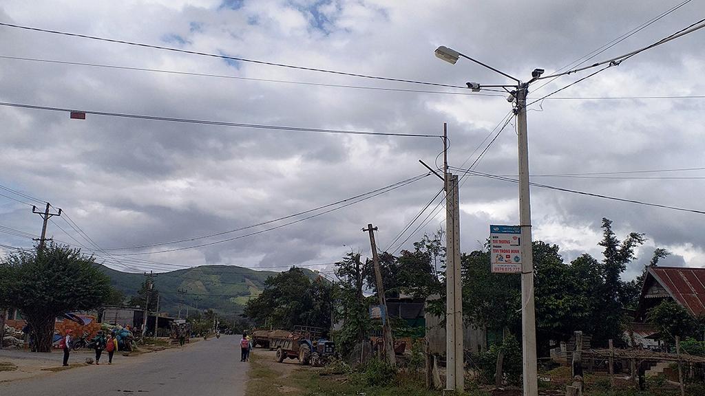 Xã Cư Pui: Điểm sáng về công trình thắp sáng đường quê