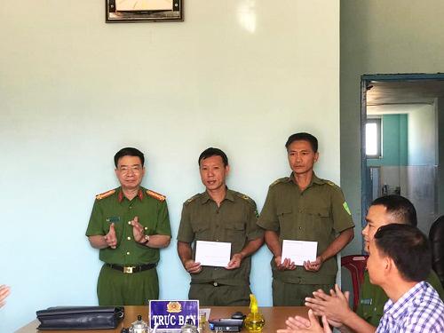 Lãnh đạo Công an tỉnh Đắk Lắk thăm, động viên 2 Công an viên bị thương và phơi nhiễm HIV trong khi làm nhiệm vụ