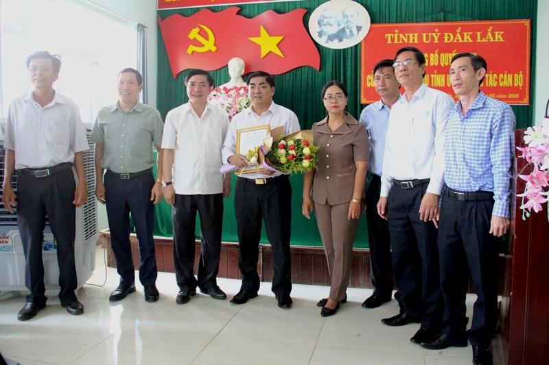 Ban Thường vụ Tỉnh ủy công bố Quyết định Bí thư Huyện ủy Lắk