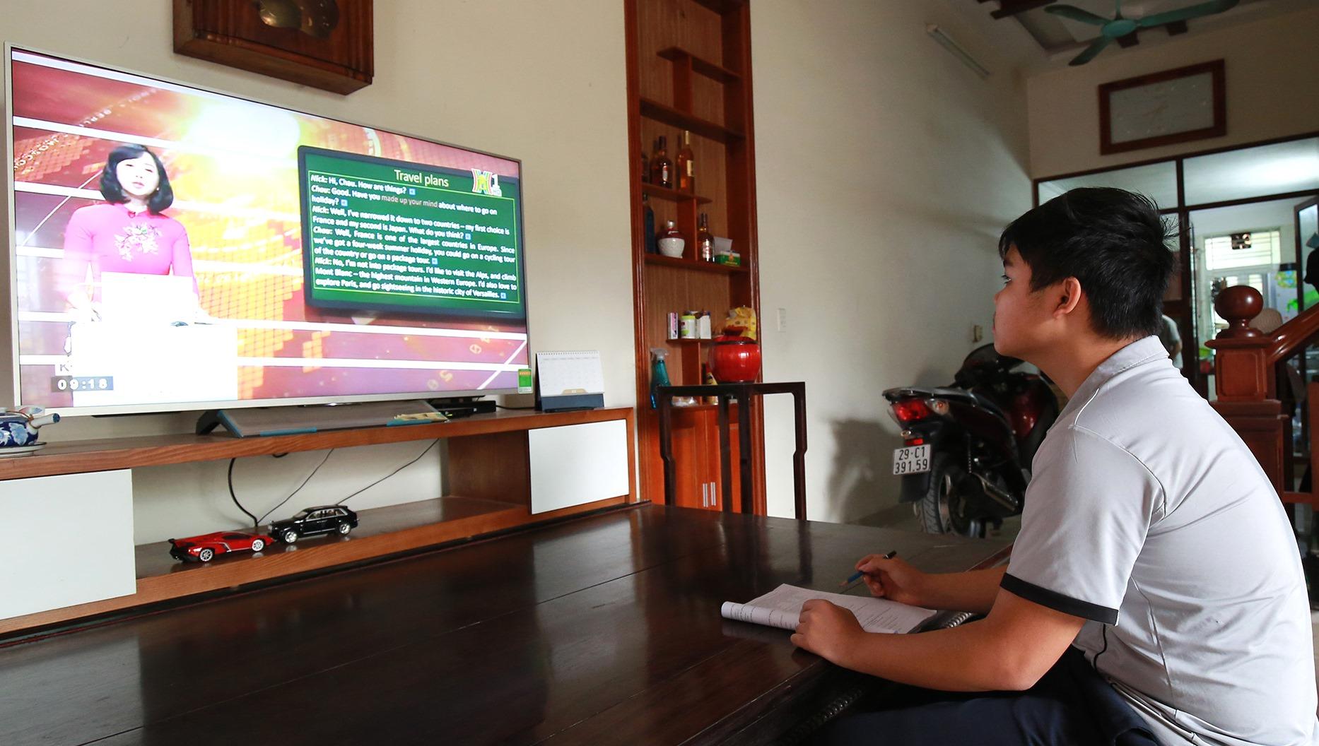 Bộ Giáo dục và Đào tạo tinh giản chương trình, đẩy mạnh dạy học trên truyền hình