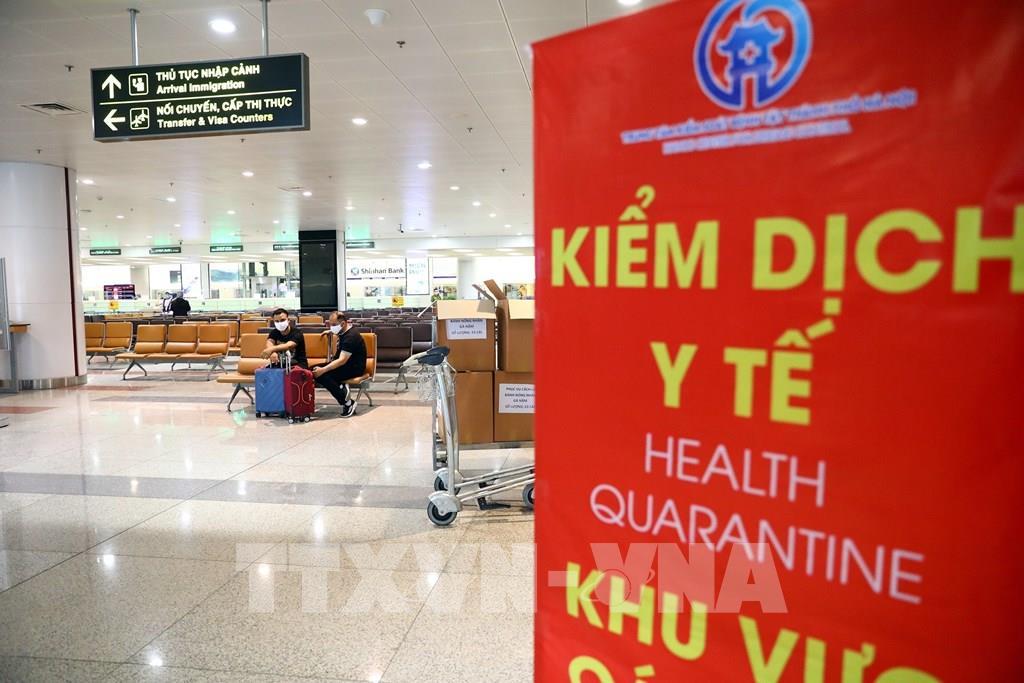 Triển khai việc cách ly, theo dõi sức khỏe hành khách trên các chuyến bay có trường hợp mắc Covid-19