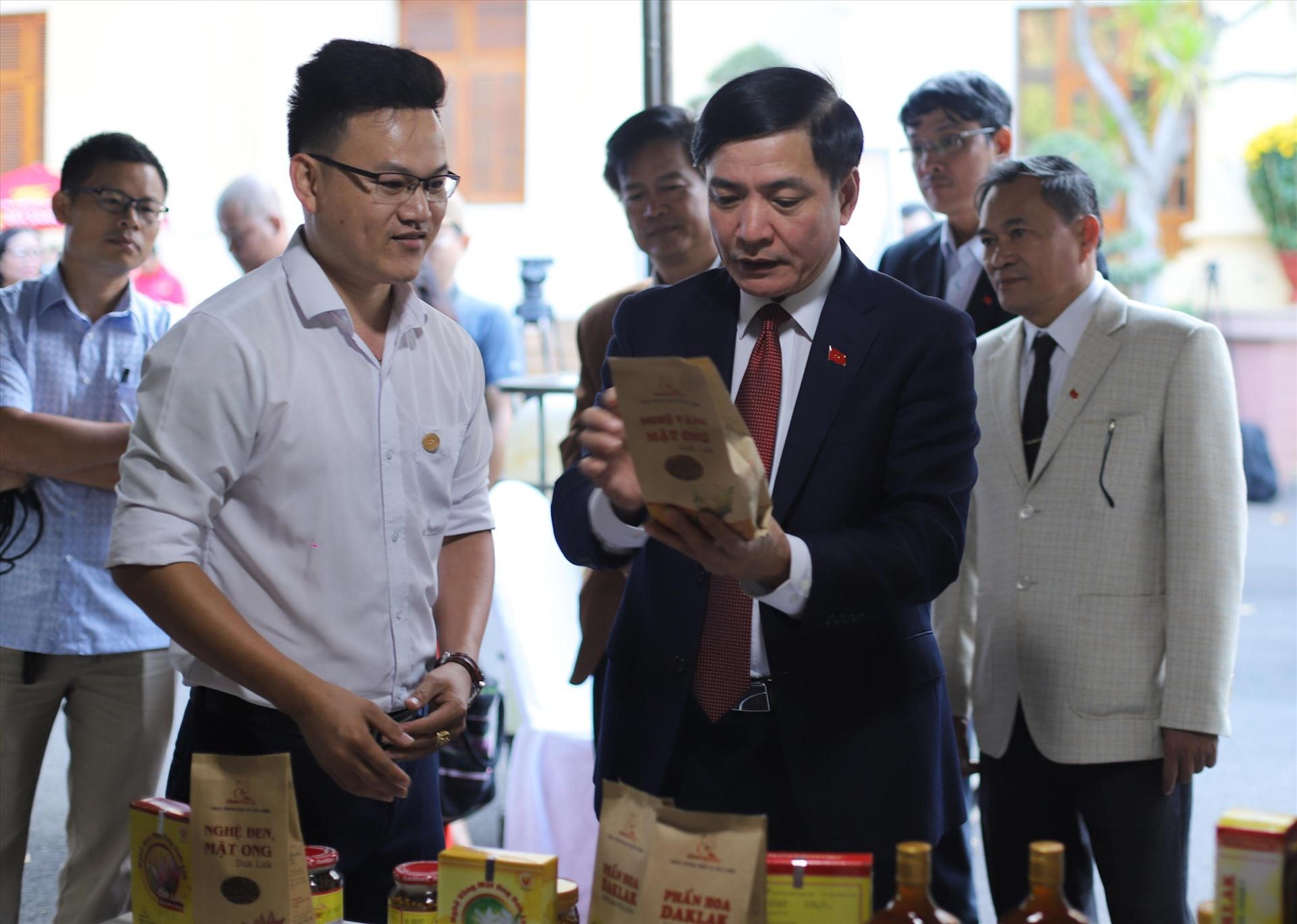 """Tuyên truyền, hưởng ứng và tham gia Cuộc vận động """"Hiến kế xây dựng và phát triển tỉnh Đắk Lắk giàu đẹp, văn minh""""."""