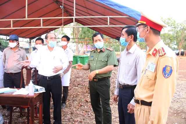 Chủ tịch UBND tỉnh Phạm Ngọc Nghị yêu cầu kiểm soát tốt các chốt liên ngành kiểm tra phòng chống dịch Covid-19 trên địa bàn toàn tỉnh