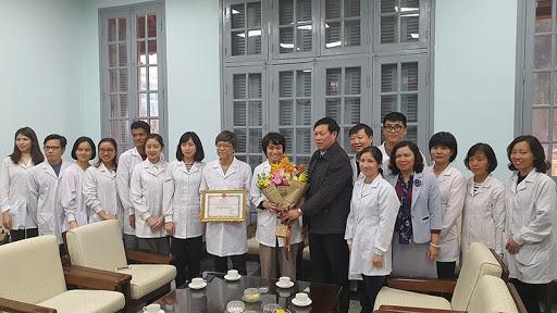 Thực hiện khen thưởng trong phòng, chống dịch bệnh Covid-19.