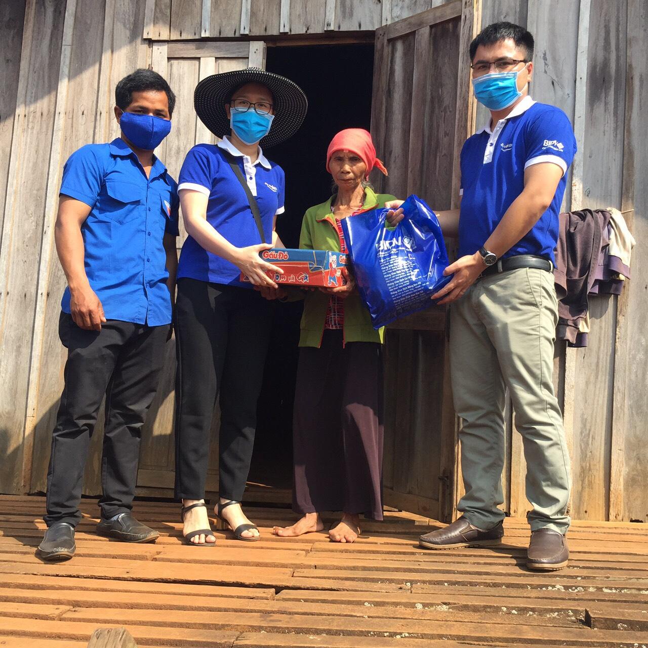 Ngân hàng BIDV Đắk Lắk tặng 10 tấn gạo cho người dân huyện Buôn Đôn và Cư M'gar
