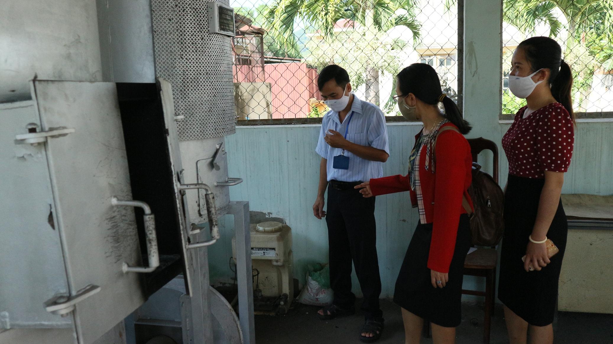 Kiểm tra, giám sát việc thu gom, lưu trữ và xử lý chất thải y tế