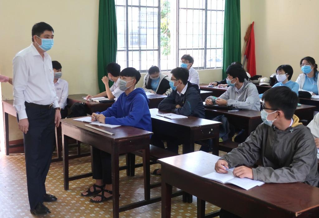 Kiểm tra công tác phòng, chống dịch Covid-19 và đón học sinh trở lại trường