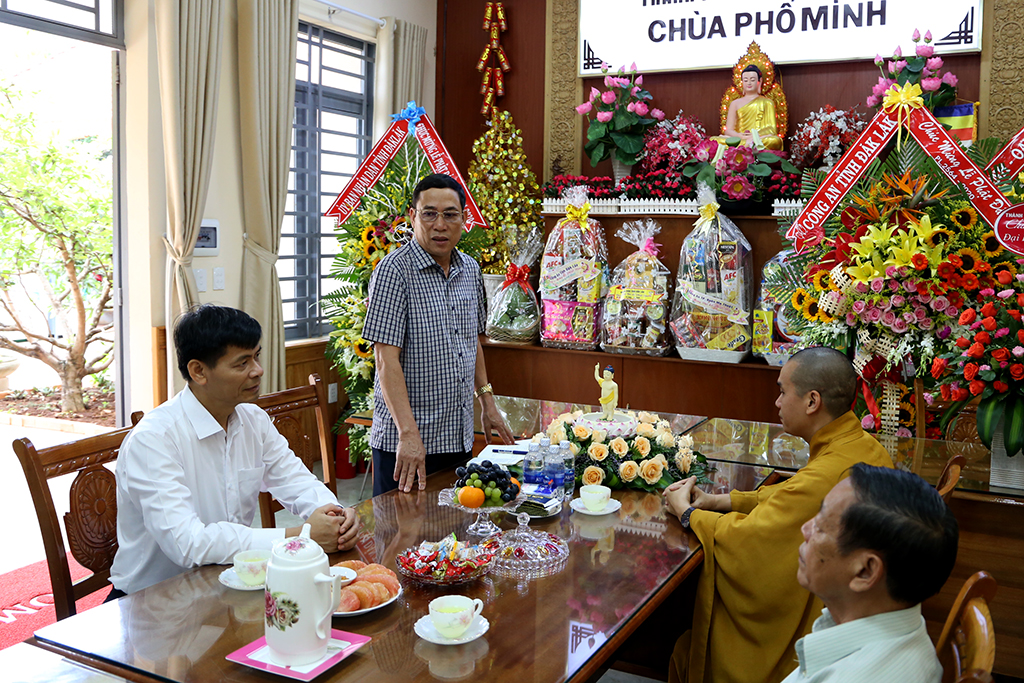 Lãnh đạo UBND tỉnh thăm, chúc mừng Lễ Phật đản năm 2020