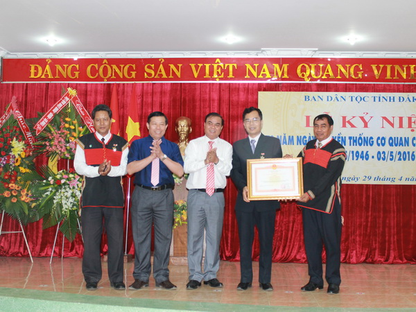 Ban Dân tộc tỉnh kỷ niệm 70 năm Ngày truyền thống cơ quan công tác dân tộc và đón nhận Bằng khen của Thủ tướng Chính phủ