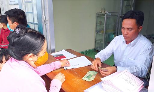 Quyết định về việc phê duyệt danh sách hỗ trợ đối tượng bảo trợ xã hội đang hưởng trợ cấp xã hội hàng tháng gặp khó khăn do đại dịch Covid-19 của huyện Buôn Đôn, tỉnh Đắk Lắk.