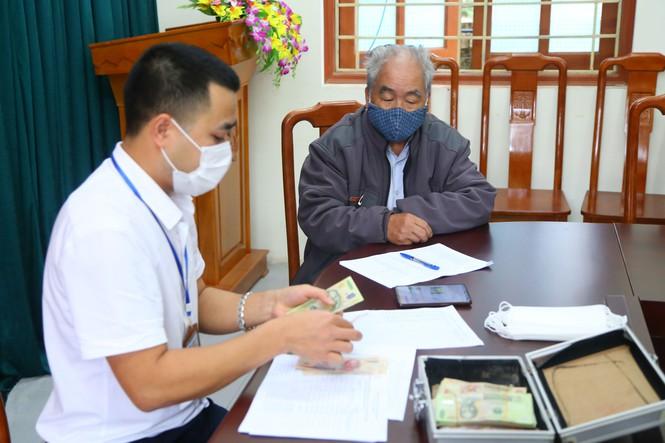 Quyết định về việc phê duyệt danh sách hỗ trợ đối tượng bảo trợ xã hội đang hưởng trợ cấp xã hội hàng tháng gặp khó khăn do đại dịch Covid-19 của huyện Krông Ana, tỉnh Đắk Lắk.