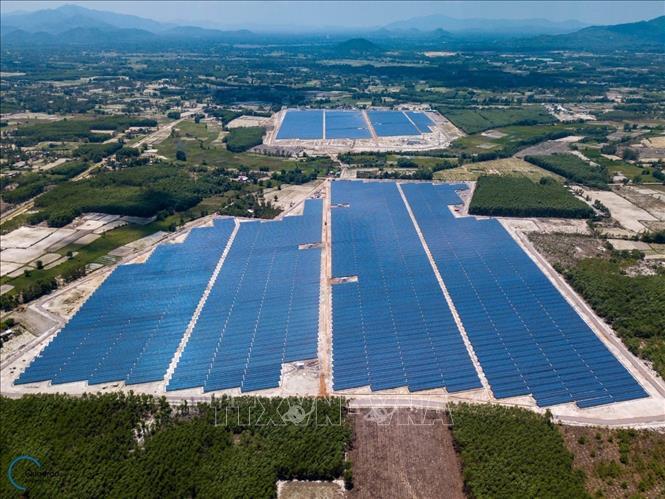 Quyết định về việc cho Ban Quản lý Dự án Điện nông thôn Miền Trung - Tổng Công ty Điện lực Miền Trung thuê 117m2 đất tại các xã Ea Nam, Ea Khal, Ea H'leo, huyện Ea H'leo.