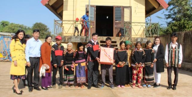 Phê duyệt danh sách hỗ trợ đối tượng bảo trợ xã hội đang hưởng trợ cấp xã hội hàng tháng gặp khó khăn do đại dịch Covid-19 của huyện Cư M'gar, tỉnh Đắk Lắk
