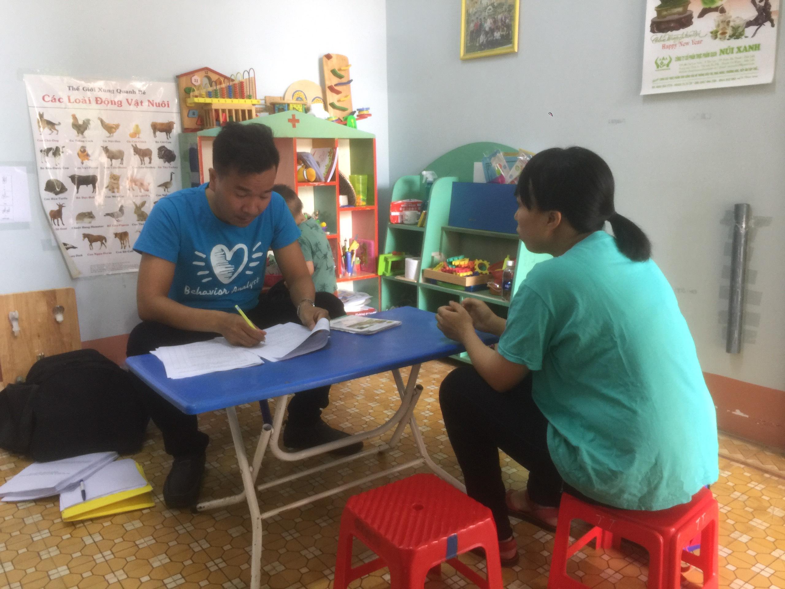 Khám và tư vấn hỗ trợ can thiệp cho trẻ rối loạn tự kỷ trên địa bàn