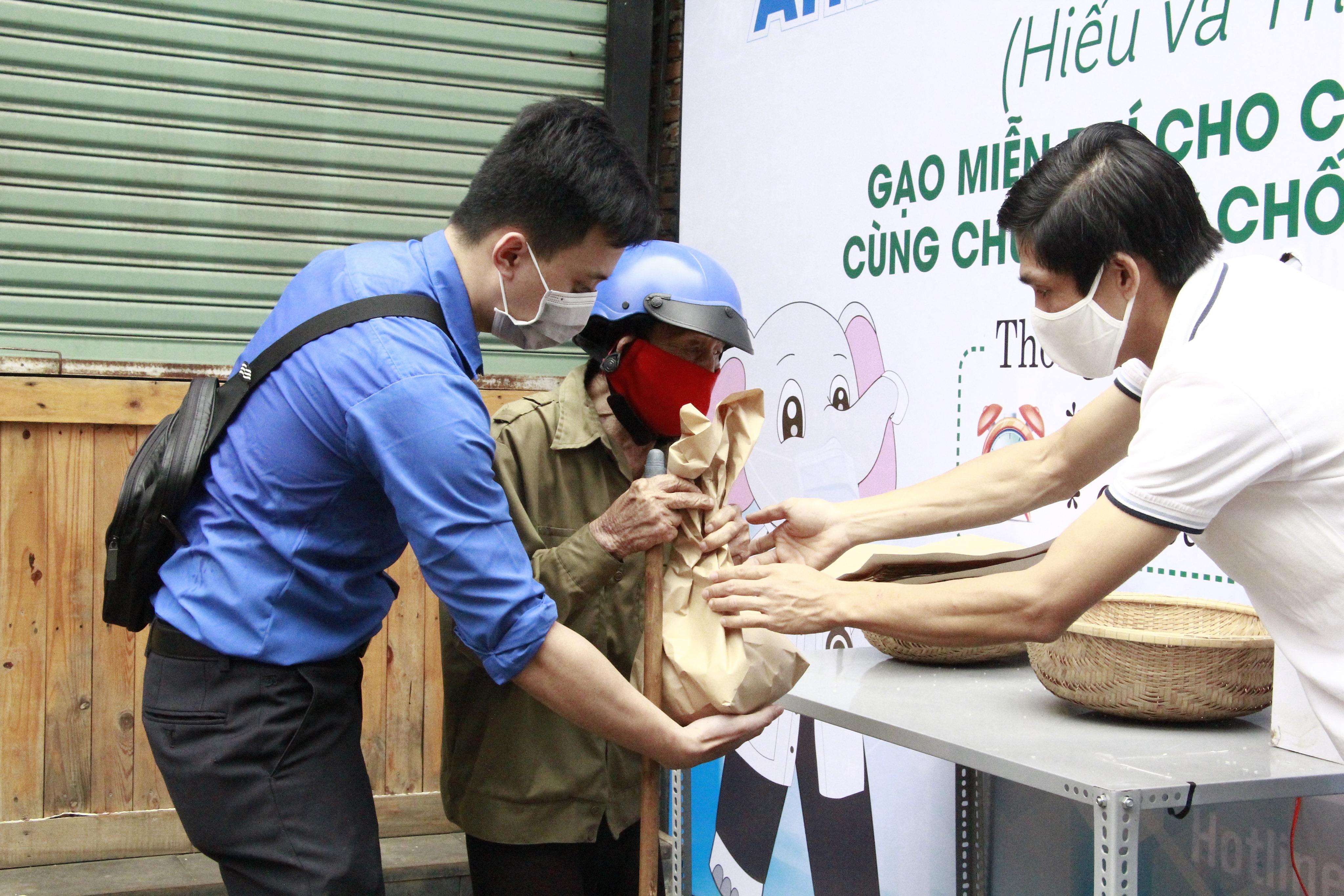 Phê duyệt danh sách hỗ trợ người lao động không có giao kết hợp đồng lao động bị mất việc làm gặp khó khăn do đại dịch Covid-19 của huyện M'Drắk