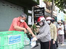 Phê duyệt danh sách hỗ trợ người thuộc hộ nghèo, hộ cận nghèo gặp khó khăn do đại dịch Covid-19 của thị xã Buôn Hồ, tỉnh Đắk Lắk