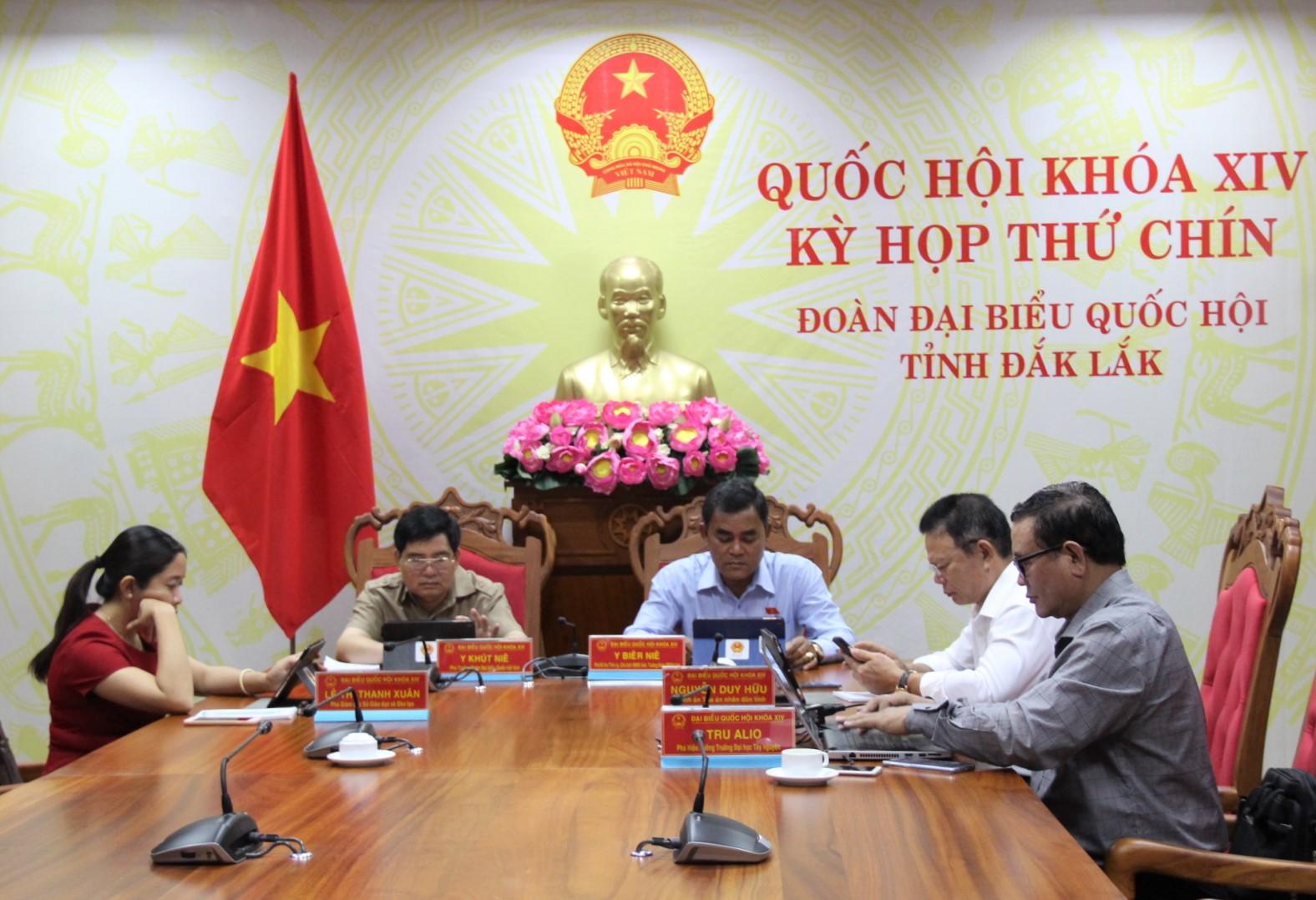 Quốc hội thảo luận về các dự án Luật và dự thảo Nghị quyết