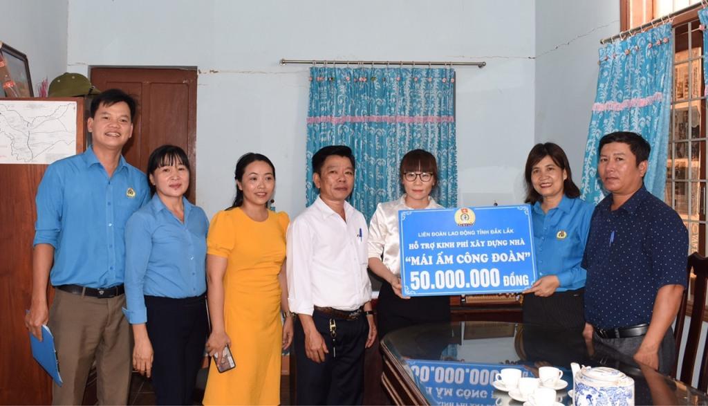 """Hỗ trợ 4 nhà """"Mái ấm công đoàn"""" cho đoàn viên khó khăn huyện Ea Súp"""