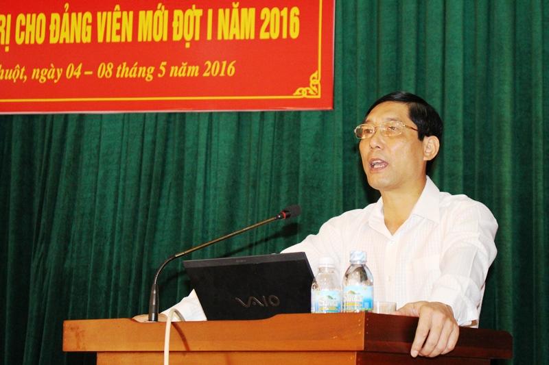 Bế giảng Lớp bồi dưỡng lý luận chính trị cho đảng viên mới đợt 1 năm 2016