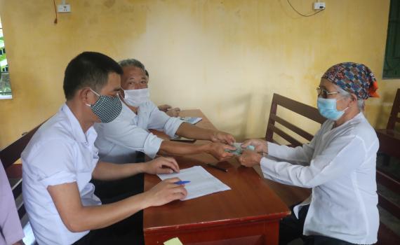 Quyết định về việc phê duyệt danh sách hỗ trợ người thuộc hộ nghèo, hộ cận nghèo gặp khó khăn do đại dịch Covid-19 của huyện Cư Kuin, tỉnh Đắk Lắk.