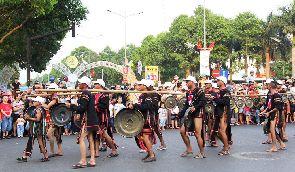 Quảng bá văn hóa cồng chiêng tại phố đi bộ ở Hà Nội và Thành phố Hồ Chí Minh