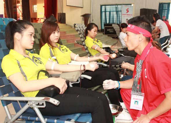 """Chương trình Hành trình đỏ lần thứ VII và Chiến dịch những """"Giọt Hồng Tây Nguyên"""" năm 2020: Phấn đấu vận động 5.600 đơn vị máu"""