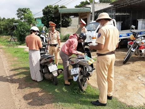 Công an huyện Krông Ana: Tổng kiểm soát phương tiện giao thông cơ giới đường bộ